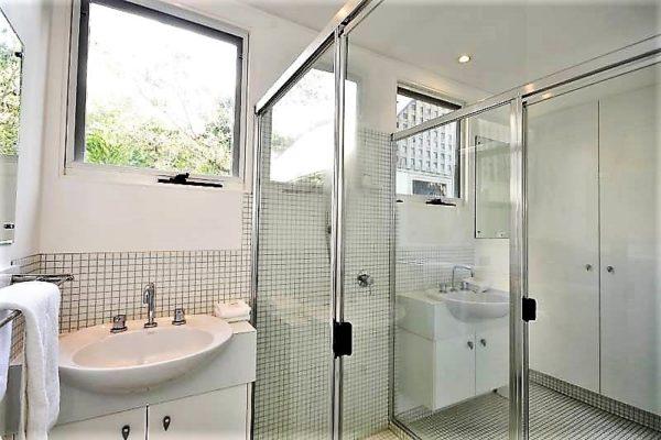 BH 6 Bathroom 2
