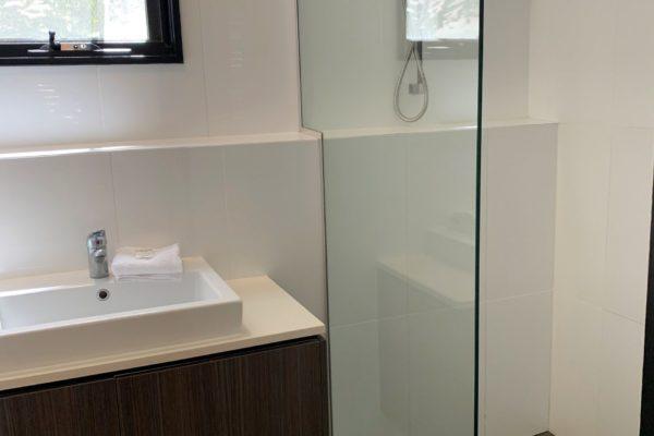 BH12 Main Bathroom)