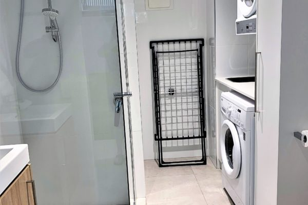BH13 Laundry and Guest showerroom
