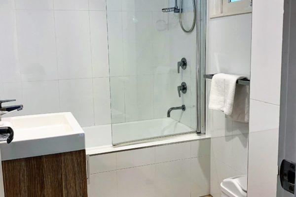 BH14 Main Bathroom