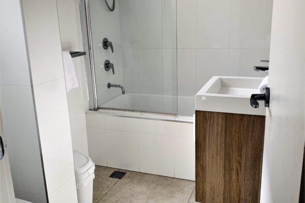 BH25 main bathroom web ready