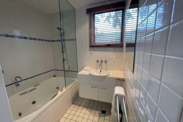 BH3 Bathroom1