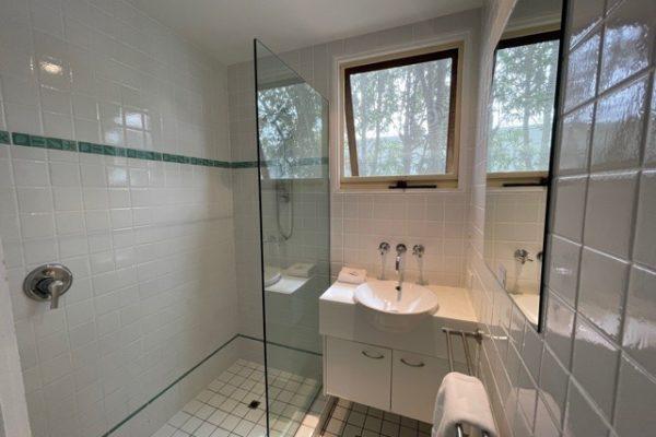 BH3 Bathroom2