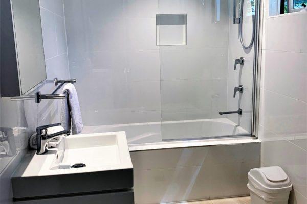 BH5 main bathroom