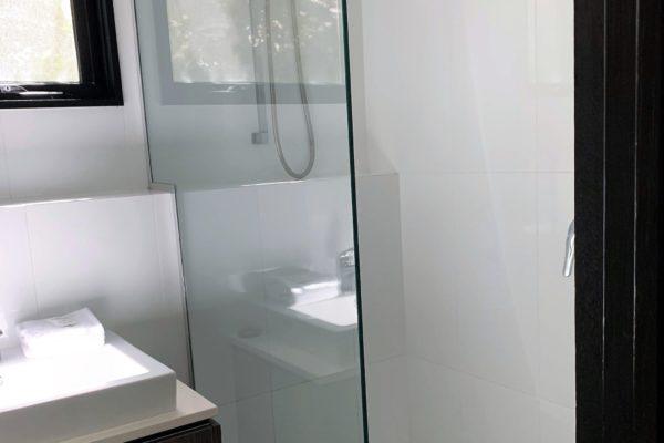BH8 Bathroom