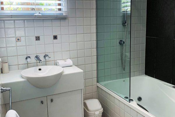 BH9 Main Bathroom